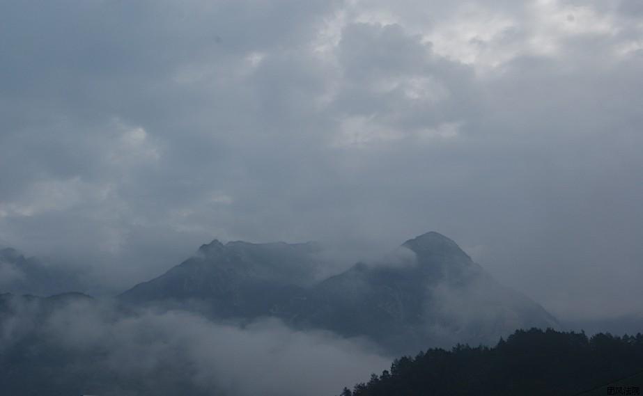 云雾缭绕的大别山
